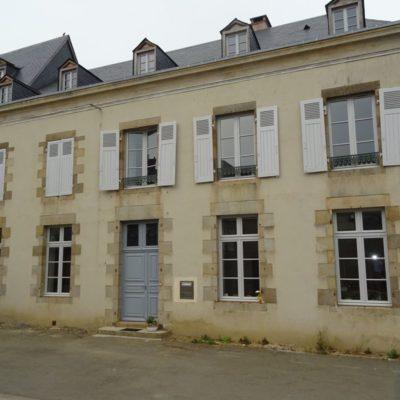 façade-restauree-ancienne-perception-evron-bichot